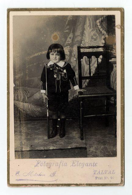 Retrato de un niño con escopeta