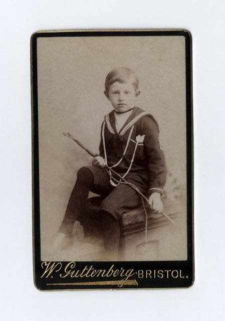 Retrato de un niño con fusta