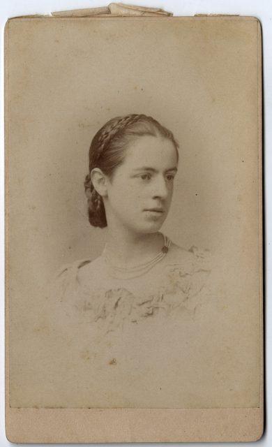 Retrato de una joven mujer