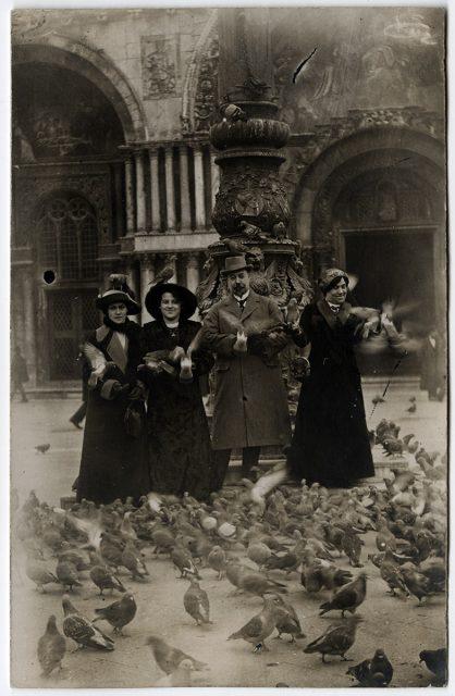 Grupo con palomas