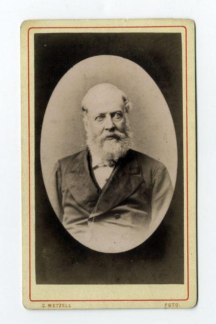 Retrato de un hombre con barba