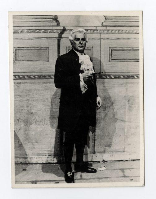 Actor con disfraz del siglo XVIII
