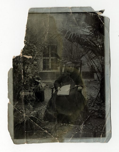 Retrato de una mujer en una silla