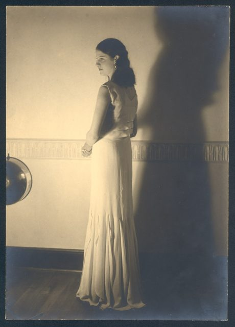 Mujer con su sombra