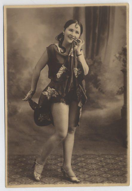 Mujer mostrando sus piernas