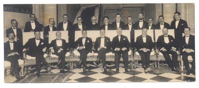 Grupo de hombres en el Club de la Unión