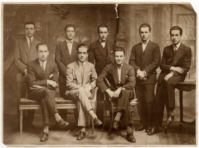 Retrato de hombres vestidos de ternos