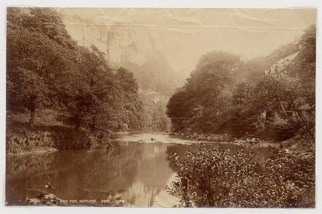 Paisaje con río y vegetación