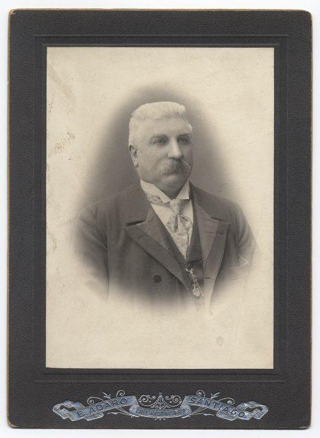Retrato de un hombre con el pelo blanco