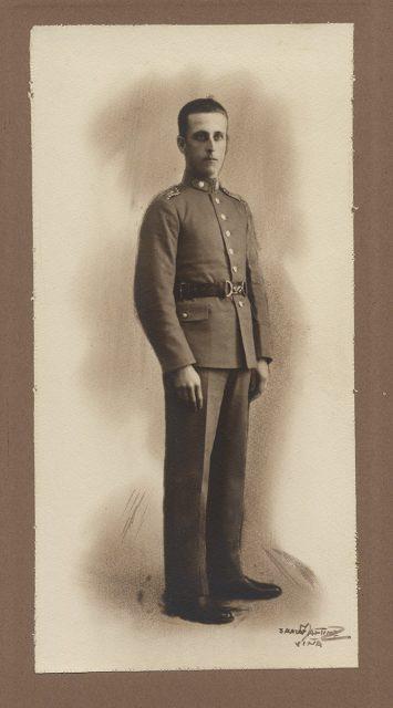 Retrato de un hombre con uniforme