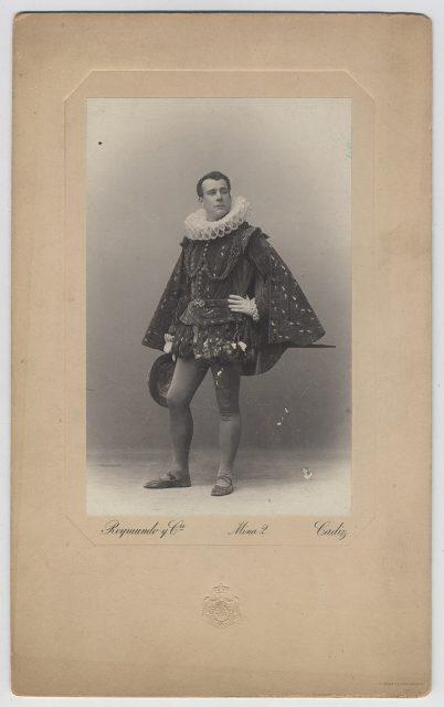 Actor con traje del siglo XVI