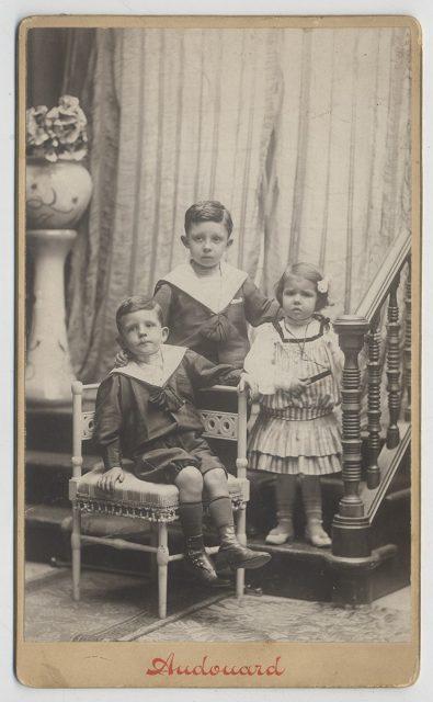 Retrato de los tres niños Ondiviela Puig