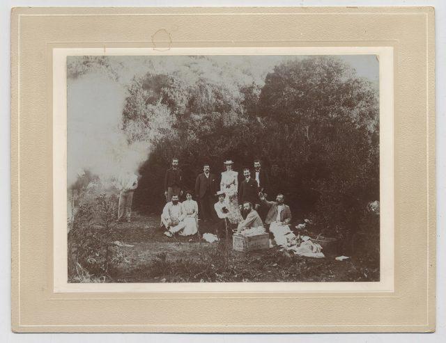 Grupo de personas durante un picnic