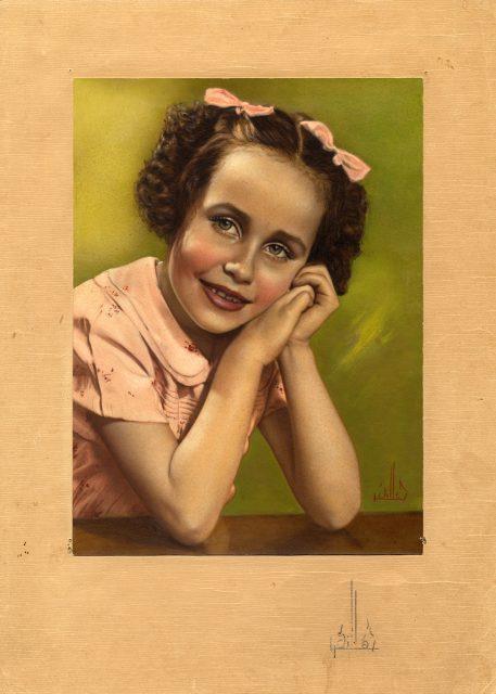 Retrato coloreado de una niña