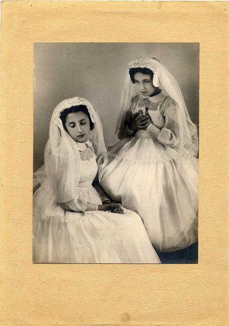 Dos niñas el día de su comunión
