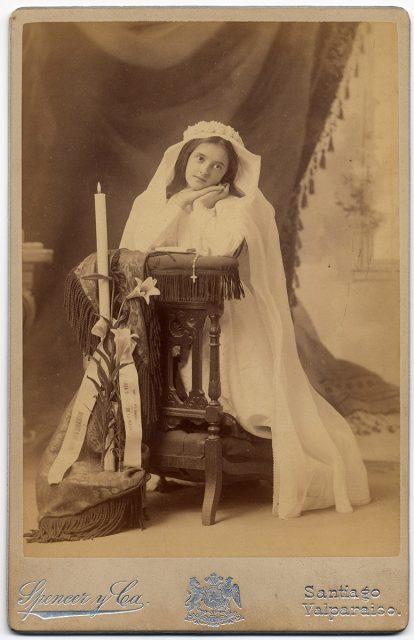 Retrato de María Bordeu de la Maza el día de su comunión