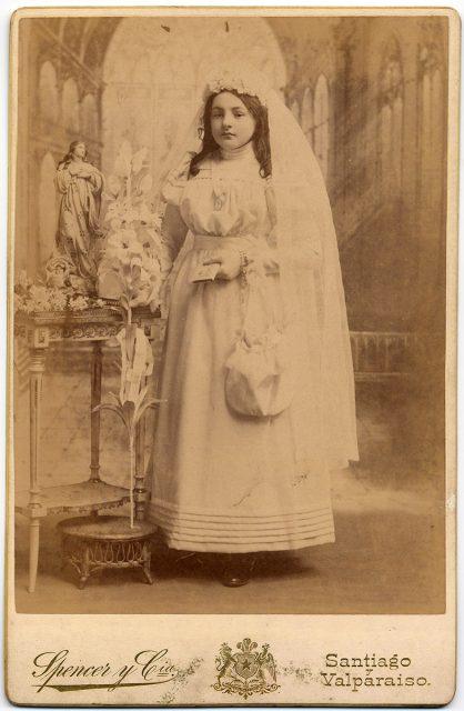 Retrato de Isabel Bunster de la Maza el día de su comunión