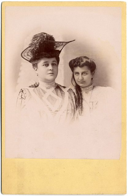 Retrato de dos mujeres.
