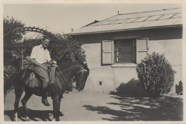 Hombre montado a caballo, Villa Alemana.