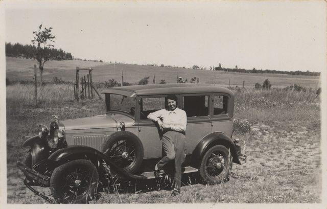 Mujer y automóvil, Villa Alemana.