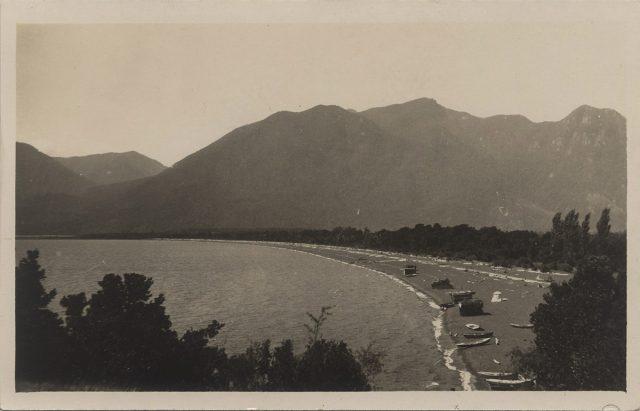 Vista de la orilla del lago, Pucón.