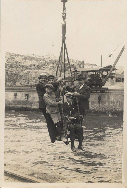 Retrato de grupo en el puerto