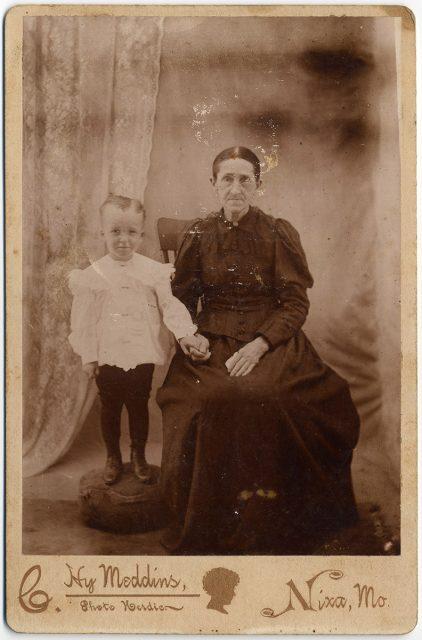 Retrato de una señora con un niño.