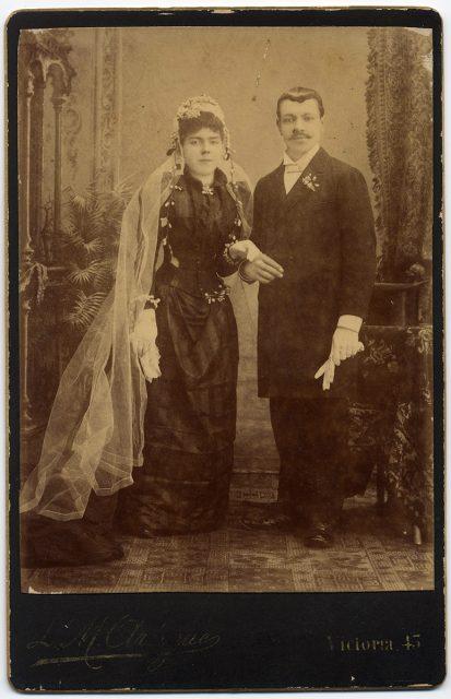 Retrato de una pareja el día de su matrimonio