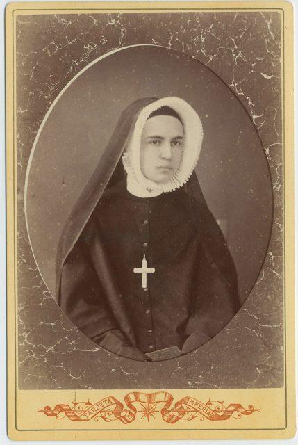 Retrato de Carmela Larraín Urriola con hábito.