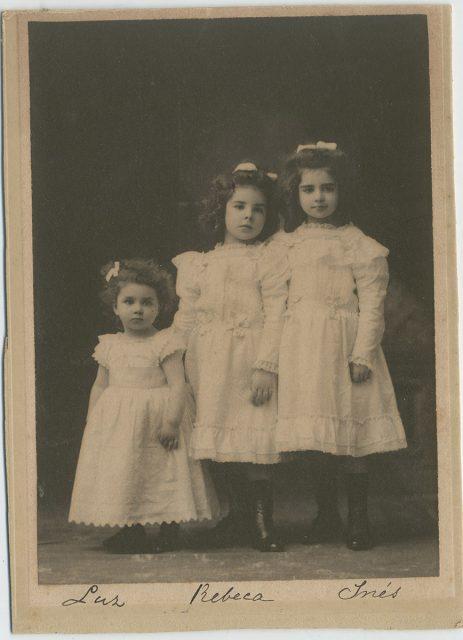 Luz, Rebeca e Inés Larraín Echeverría.