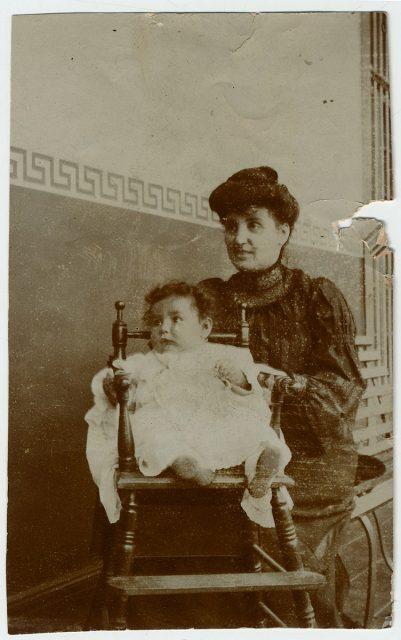 Anita del Campo y su hija Edith Larraín.