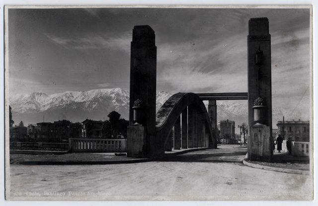 Chile, Santiago. Puente Arzobispo.