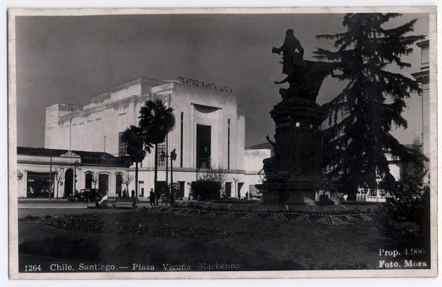 Chile, Santiago – Plaza Vicuña Mackenna.