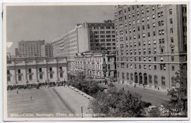 Chile, Santiago, Plaza de la Constitución.