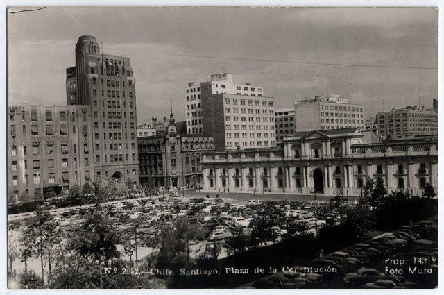 Chile. Santiago, Plaza de la Constitución.
