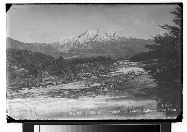Chile. Rio Petrohué con Volcán Calbuco