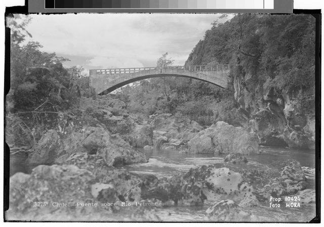 Chile – Puente sobre Rio Petrohué