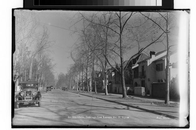 Chile, Santiago Los Leones Av. R. Lyon.