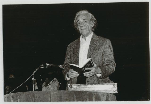 Nicanor Parra recitando