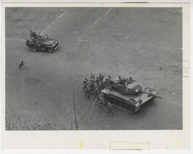 Infantería por las calles de Santiago
